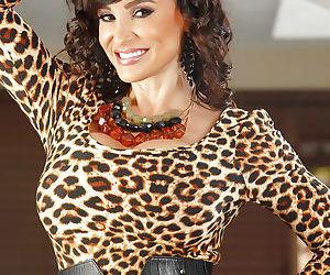 Glamorous mature brunette Lisa Ann shows her outstanding shape