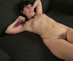 Mature woman Malavi Mepanse is always ready to toy her all natural pussy
