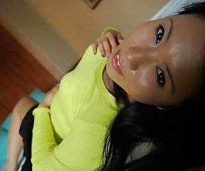Horny asian MILF Akari Kanda udressing and vibing her soaking slit