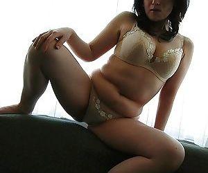 Asian MILF Misuzu Masuko undressing and spreading her pussy lips in close up