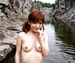 Pretty asian babe An Nanba exposing her sexy body outdoor