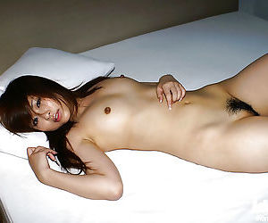 Sweet asian babe Miyu Sugiura posing naked and spreading her legs