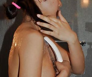 Chippy asian MILF with unshaven gash Yoko Okada taking bath