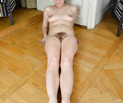 Sports clothes attired Corazon Del Angel exposing hairy mature cunt
