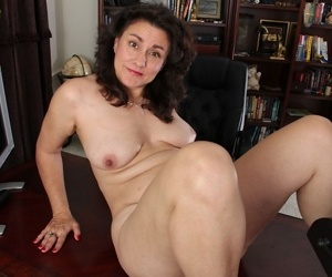 Sweet mature Gianna Jones is showing off her accurate hairy pussy