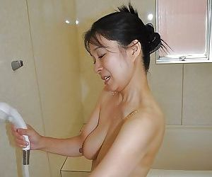 Smiley asian MILF with hairy twat Akiko Oda taking shower