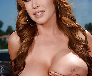 Large breasted mom Kianna Dior spreading pink MILF pussy for close ups