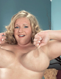 Fat middle-aged woman Veronica Vaughn sticks a toy in her pussy