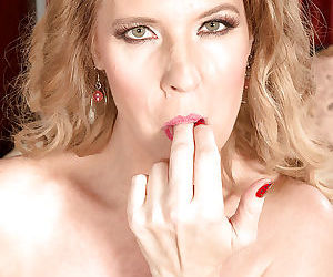 Over 40 mature mom Lacy taking hardcore cumshot on face after anal sex