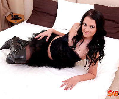 Insolent solo with kinky brunette beauty
