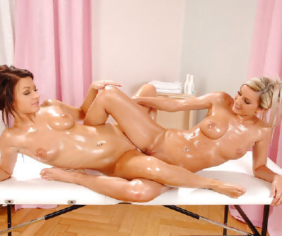 Brave and winning chick Vanessa Jordin is having amazing 69 pose with her angel