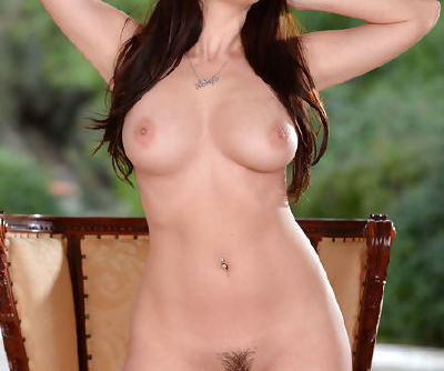 Big tits Taylor Vixen plays amazingly hot with her shaved cunt in true solo