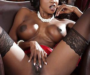Ebony mature Diamond Jackson demonstrates her ass in stockings