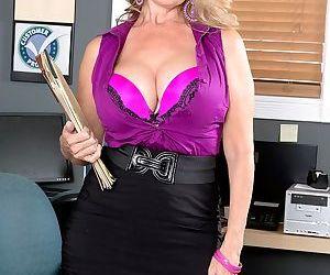 Italian MILF secretary Laura Layne gets penetrated in the office