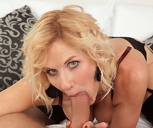 Mature looker molly maracas bounces on a thick rod - part 899