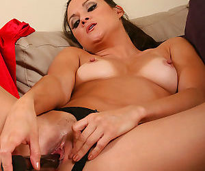 Stephanie swift slips her vibrating friend - part 1178