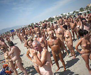 Amateur public nudity porn pictures from beach - part 2681