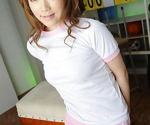 Petite Japanese model Nazuna Otoi lifts her shirt to show her tiny tits