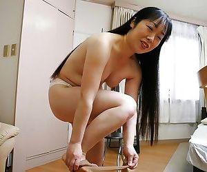Sassy asian MILF Fumiko Manaka undressing and showcasing her shaggy twat