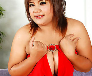 Heavy asian girl shows her big boobies - part 3172