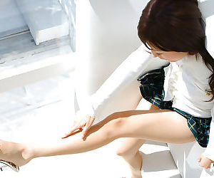 Japanese babe in skirt - part 3047