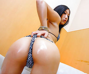 Horny japanese girl probing her wet twat - part 4612