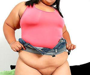 Chubby asian shows her big fat ass - part 3870