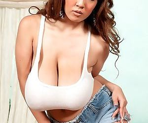 Big titted asian hitomi tanaka shows her young body - part 4201