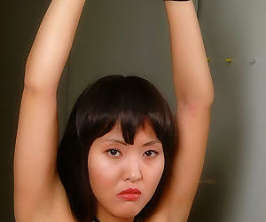 Japanese girl in bondage - part 3126
