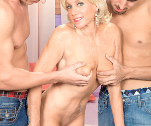 Hoy mature blonde payton hall sucks two cocks in threesome - part 588