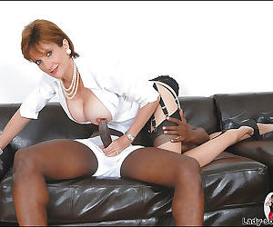 Salacious mature shrew in nylon stockings jerking off a swollen - part 2967
