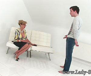 Facesitting and a little spanking - part 3273