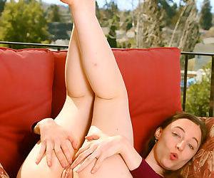 Beautiful tamar shows her perfect ass - part 1021