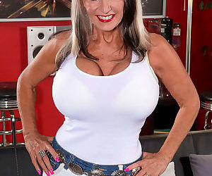 Sexy big boobed milf sally dangelo doing a huge cock - part 2645