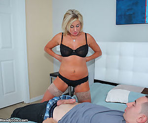 Payton have to jerk off her step son - part 668