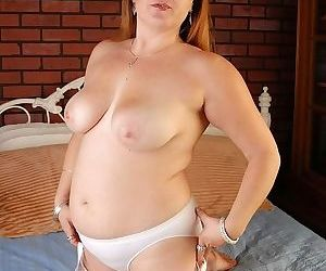 Big tits redheaded plumper spreading her pussy on bed - part 2236