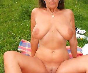 Hot amateur moms suck cocks - part 2696