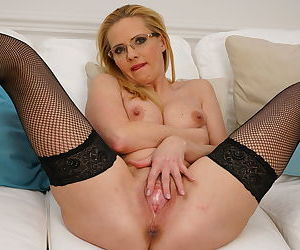 Steamy hot housewife enjoying herself - part 3344