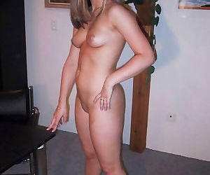 Pictures of a gorgeous wife posing naked - part 2336