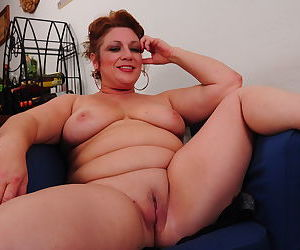 Chubby american mature lady getting wet and wild - part 1455