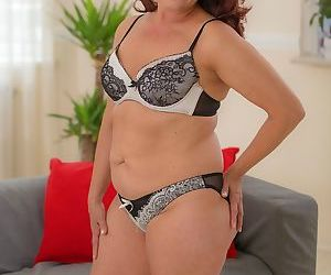 Curvy mature amateur red gets her hairy older pussy hammered - part 2911