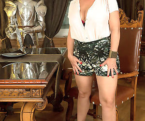 Big breasted mature woman jessica hot - part 3216