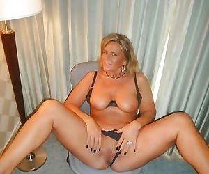 Amateur milf sex pics - part 2659