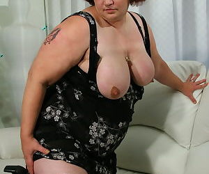 Big mature slut playing with a sausage - part 11