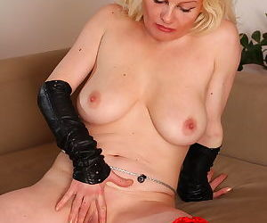 Blonde cougar loves to play with her snatch - part 20