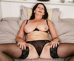 Naughty british older lady playing with her pussy - part 2400