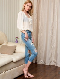 Strawberry blonde Gerda Y removes ripped jeans before modelling totally naked