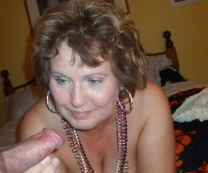 Mature amateur Busty Bliss sucks a dick after donning Gypsy attire