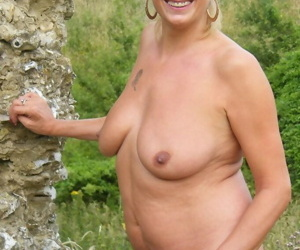 Blonde amateur in advancing years flashes her granny pussy by the woods
