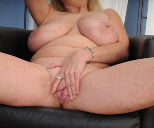 Fatty mature blonde name Tahnee Taylor makes us wild with huge melons